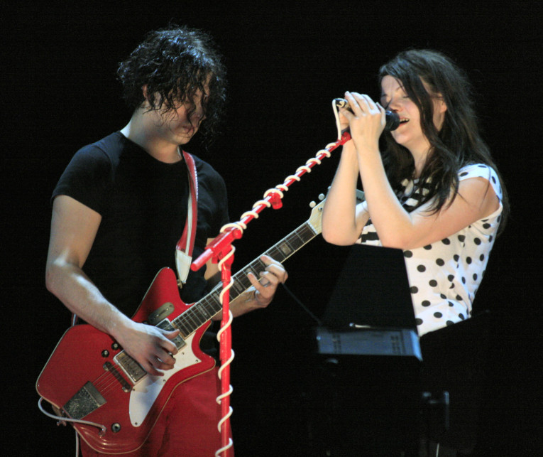 By Fabio Venni from London, UK; modified by anetode (White Stripes) [
