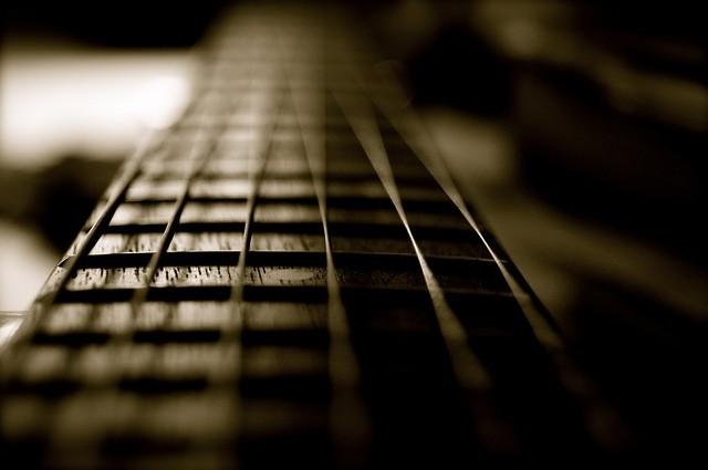 guitar-92269_640